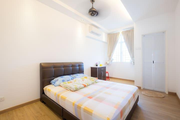 Cozy Double Bed Private Ensuite Balik Pulau