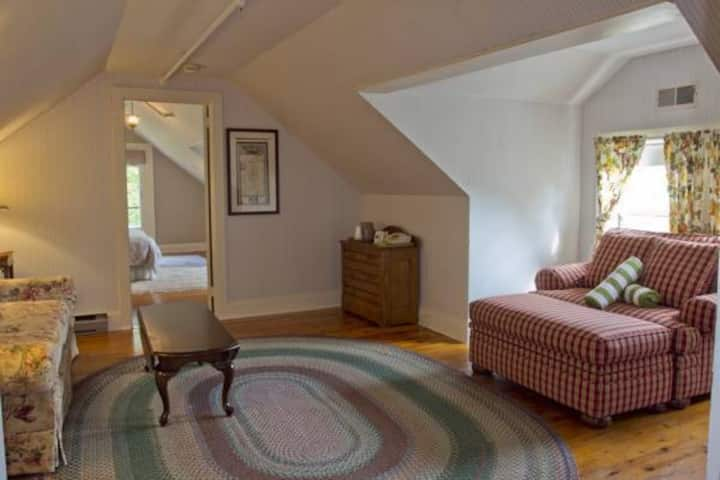 Suite 14: Avaloch Suite - Apple Tree Inn