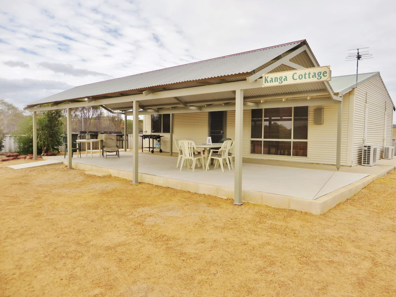 Kanga Cottage  Entire Cottage to your selves,fully enclosed yard,pets welcome
