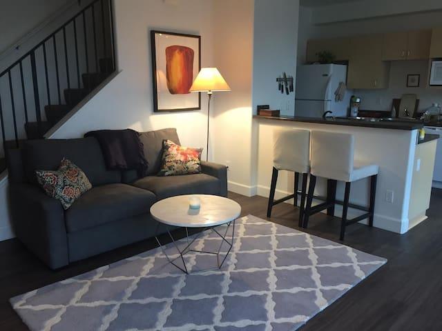 Urban Chic Apartment w Amenities, Central Location - Berkeley - Apartment