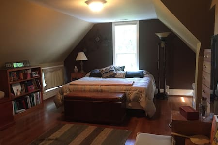 Historic Charmer / Fit for a King! - Cookeville - Ev