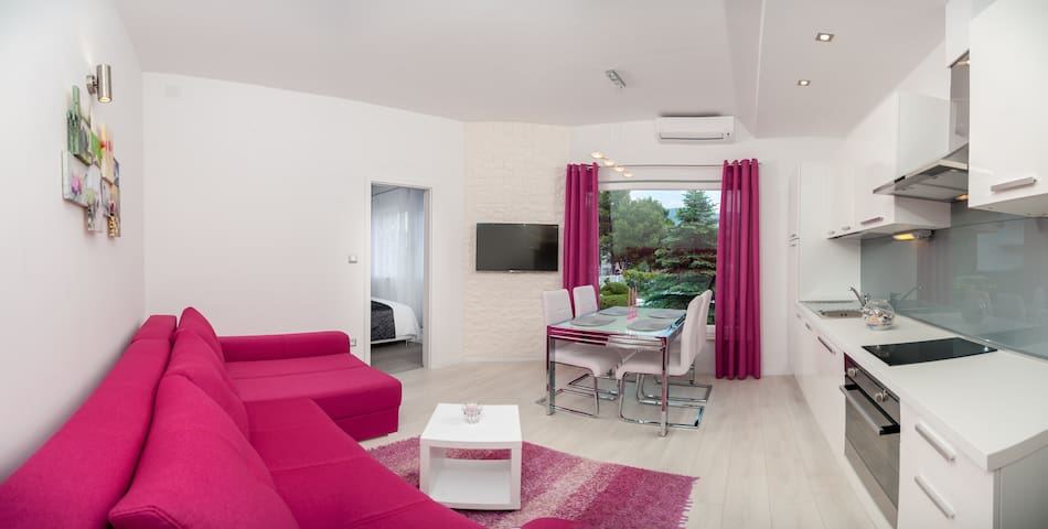 The Beach Apartment - Pink - Stobrec - Appartamento