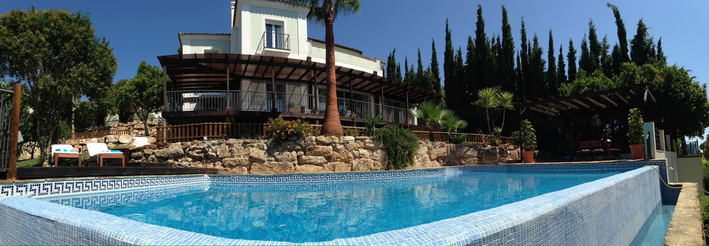 A Sotogrande retreat Villa min.1wk - San Roque - Hus