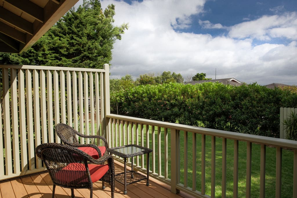 Come and sit awhile on the sunny front entrance lanai with views of Mauna Kea, Mauna Loa, & Hualalai