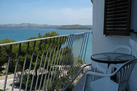 Studio with wonderful sea view - Betina - Daire