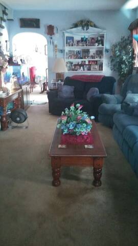 I have 2 bedrooms rent popes visit - Eddystone - House