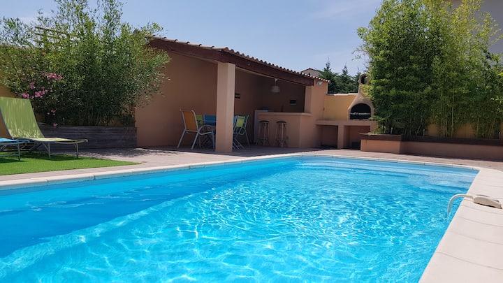Maison tout confort + piscine aux portes de Nîmes