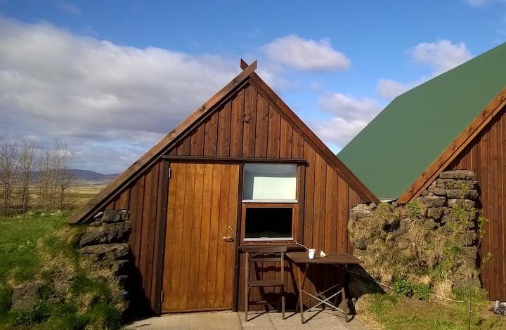 Calf cabin- Unique and beautiful farmstead!