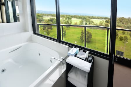 Private CBD room with Spa & Ensuite - Adelaide