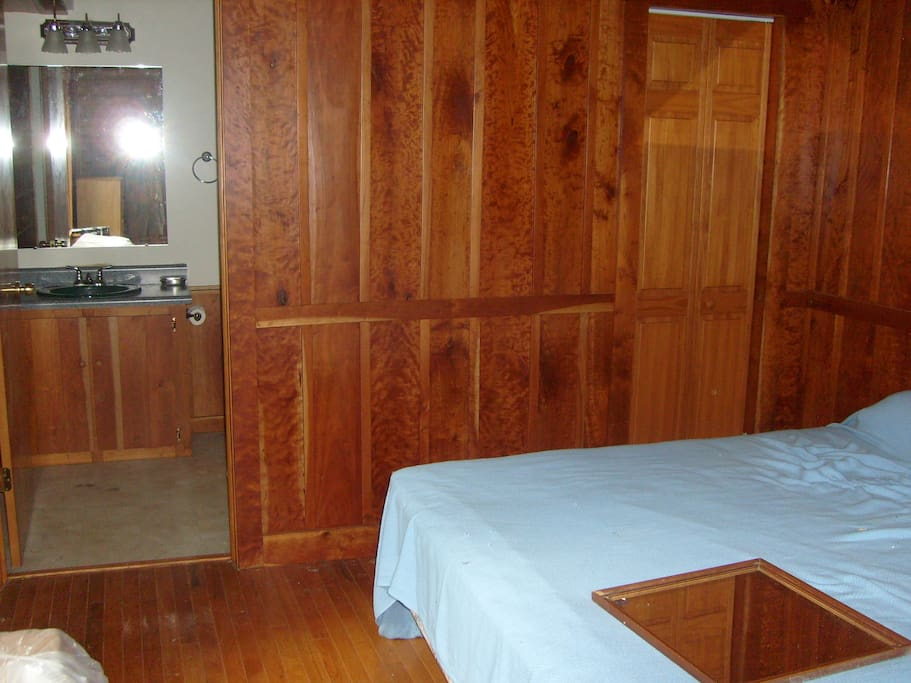 Master bedroom, queen-size bed, private full bath