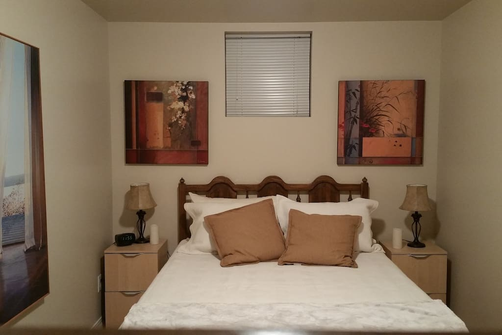 Very comfortable queen size bed with high quality linens.