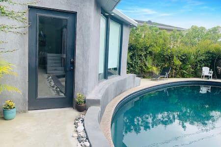 Private Lux Pool House View Walk to Beverly Hills