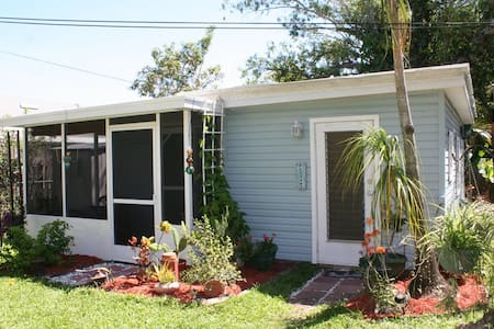 Susie's Old Florida Cottage - Bokeelia