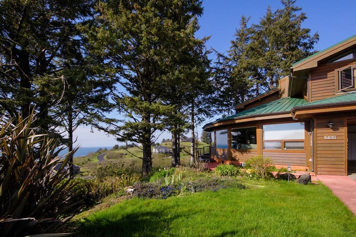 Dog-friendly Sahhali Shores home with great ocean views & private hot tub!