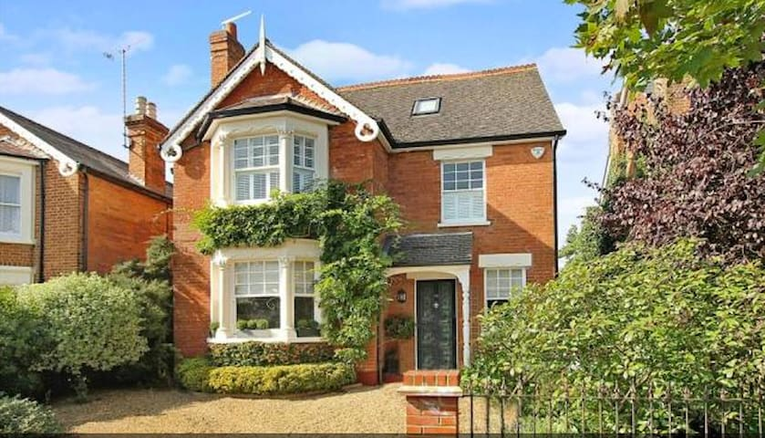 Beautiful Character home, nr London - Weybridge - House