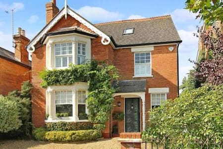 Beautiful Character home, nr London - Weybridge - Casa