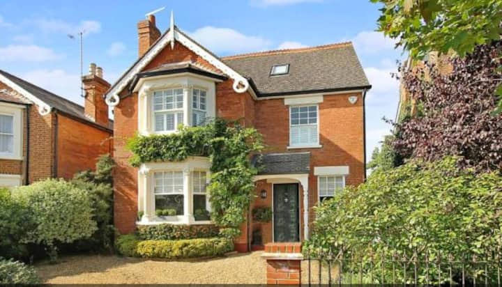 Beautiful Victorian home, Weybridge Surrey Hills