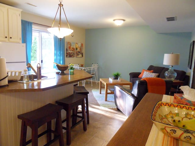 A well located home away from home! - Kelowna - Apartemen