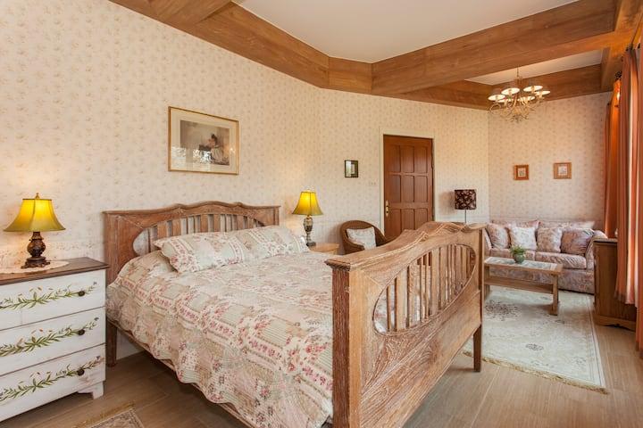 English Bedroom in Chiang Mai Countryside Villa