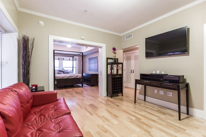 ON HOLLYWOOD BLVD on walk of fame Apartmentw•4beds