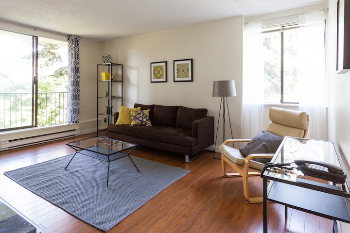 Fast wifi, walk to shops, Skytrain, nature -2 Bed