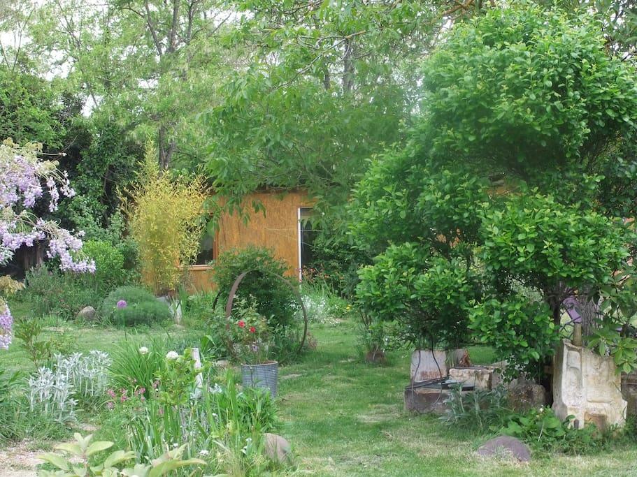 La cabane au fond du jardin caba as en alquiler en - Cabane au fond du jardin zimboum villeurbanne ...