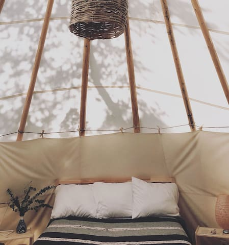 4 tipis have king beds, 4 tipis have queen beds and 2 tipis have queen+twin bed setup