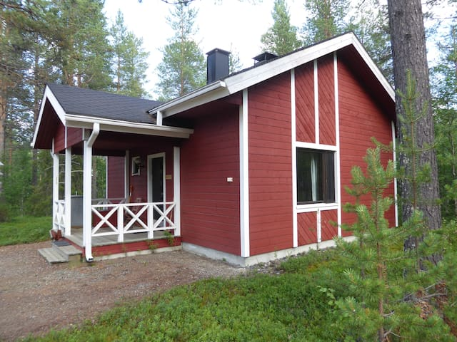 AIHKI - cosy cottage in the middle of Äkäslompolo