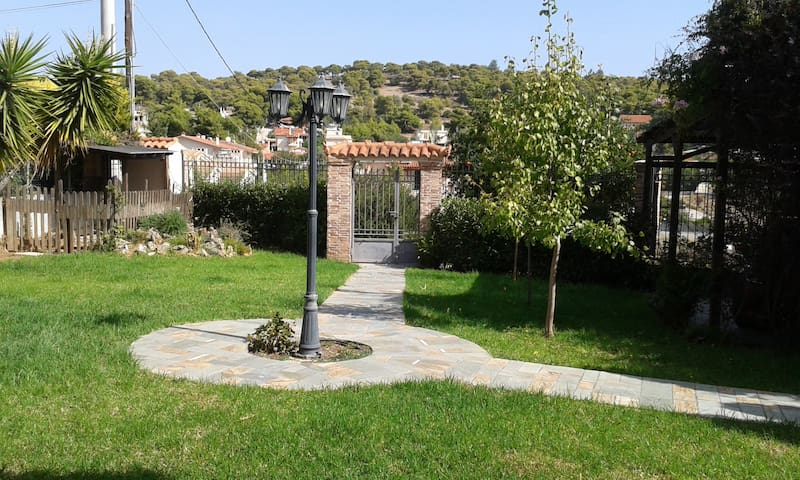 Dora's home near the sea & the airport - Porto Rafti - Casa