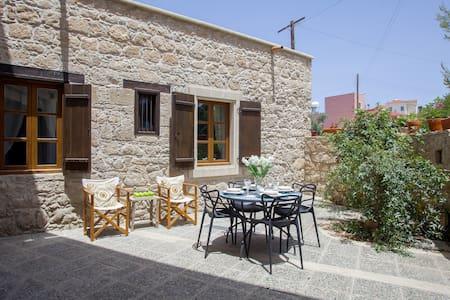 Mesogi Stone Cottage WiFi, Paphos - Villa
