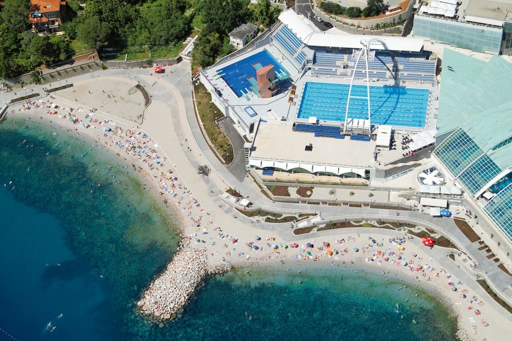 The beach Ploče is just a five minute drive from the apartment