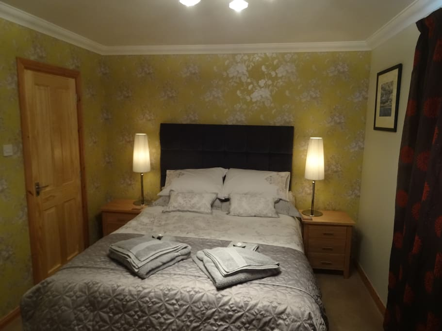 Kingsize bed with ensuite shower room, TV, WiFi, Tea and Coffee.