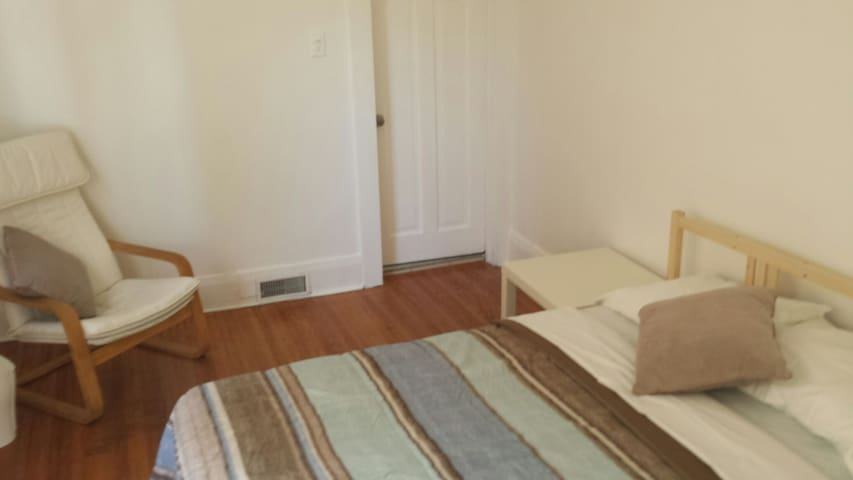 Cozy one bedroom apartment near of downtown - Toronto