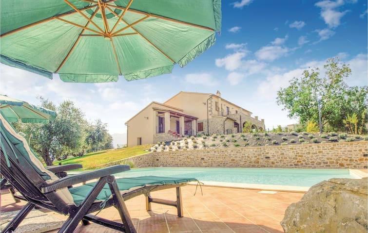 Holiday cottage with 6 bedrooms on 300m² in Castel del Piano GR