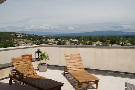 Apartment with terrace, near Avignon