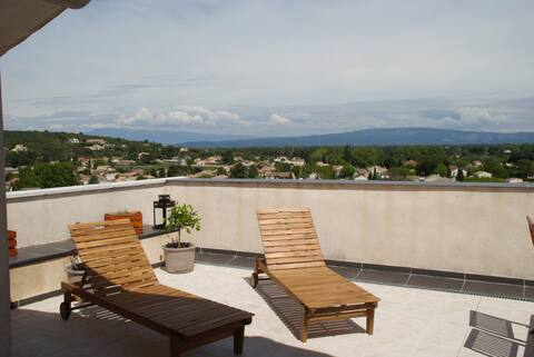 Apartment with terrace, near Avignon