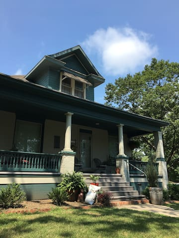 Historic Home 3 Blocks from Benedictine College