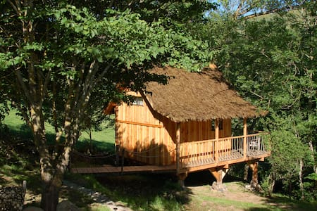 Cabane du plateau - perchée sur pilotis - Freycenet-la-Cuche - 樹屋