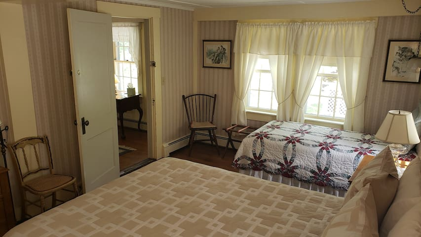 Queen bed, twin bed, pvt bath w/country charm.