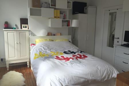 Bright full flat in Marolles - Bruxelles - Apartment