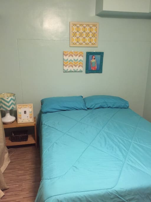 2nd floor bedroom with full-size bed