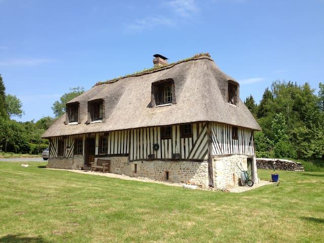 Chaumière dans la campagne normande - Le Mesnil-sur-Blangy - Dom