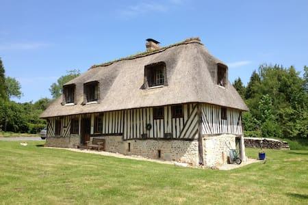 Chaumière dans la campagne normande - Le Mesnil-sur-Blangy