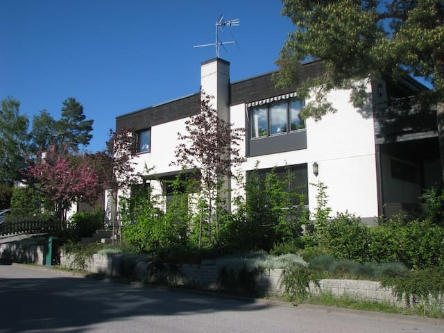 Big house in calm area, close to C - Stockholm - Rumah