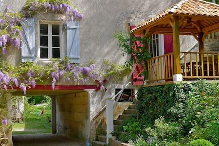 gite dans un moulin sur la riviere - Saint-Méard-de-Drône - อพาร์ทเมนท์