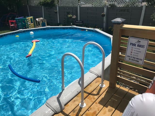 Private Pool with Deck and Grill in Ann Arbor