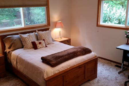 Peaceful 3 room suite, 750 sq. ft. - House