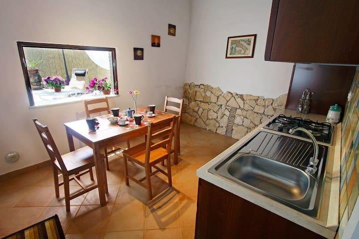 Authentic and rustic apartament close to Taormina
