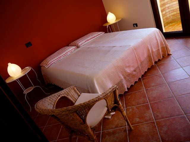 B&B by The Sea Pedra Rubia Iglesias Red Room - Nebida - Iglesias - Bed & Breakfast