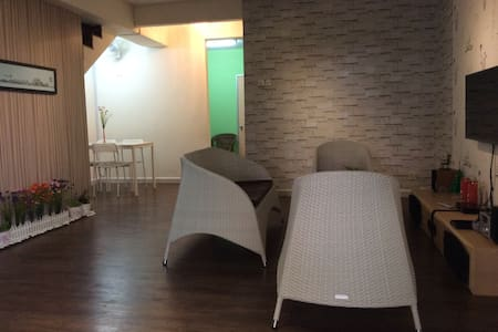 Residence Theme/5 rooms/ near LRT - Puchong - Casa